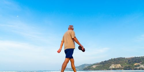 beach, senior, man-2090091.jpg